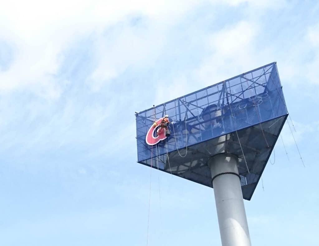 Prace instalacyjne, montaż reklam billboardów wielkoformatowych, Climbnet