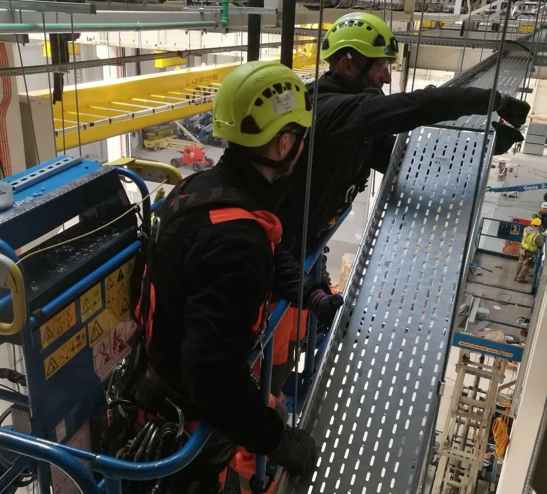 Montaż instalacji przemysłowych, prace ogólnobudowlane, montaż elementu metalowego