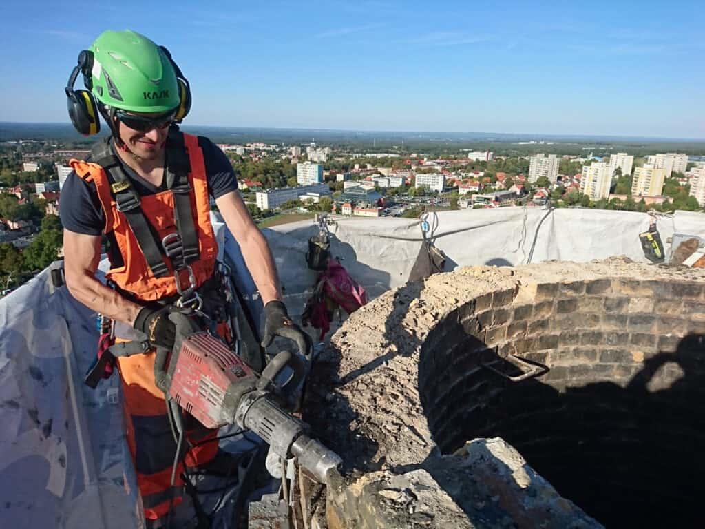 Rozbiórki kominów, demontaże konstrukcji, prace na wysokościach