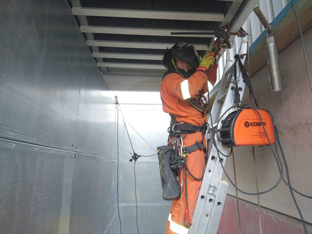 Montaż konstrukcji stalowych, prace na wysokościach, usługi alpinistyczne